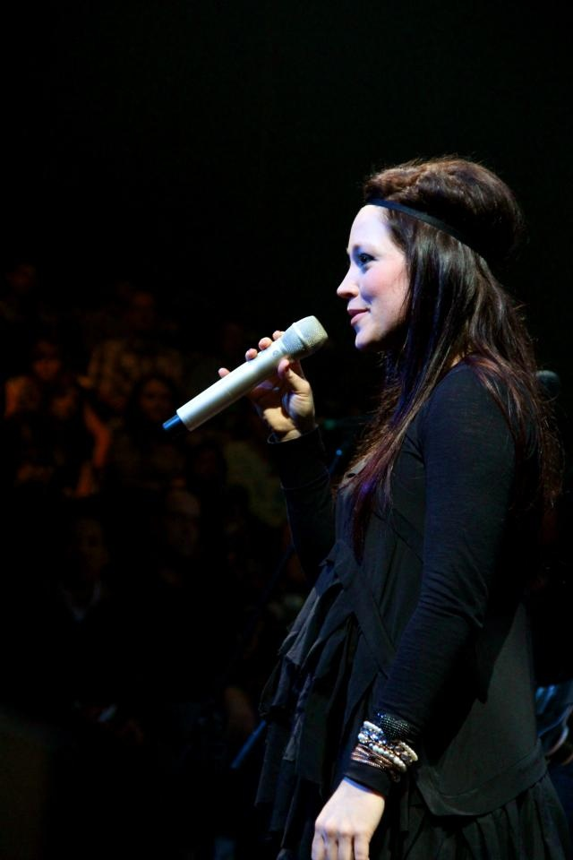 I love love love Kari Jobe ♥ She is SO talented and has an amazingly adoring heart for God ♡