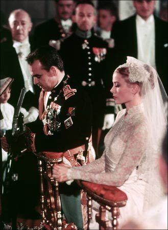 グレース・ケリーがモナコ大公レーニエ3世と結婚:時事ドットコム