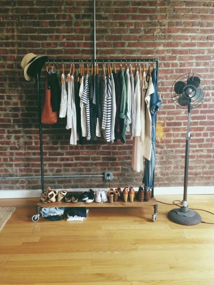 25+ Best Ideas About Minimalist Closet On Pinterest
