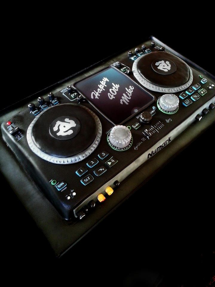 ~the cake illusionist | Gallery - DJ Deck~