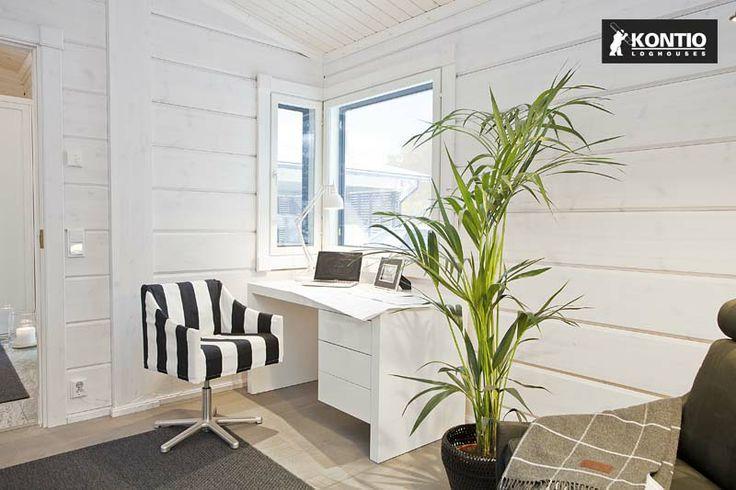 Bureau à l'intérieur d'une maison en bois Kontio.
