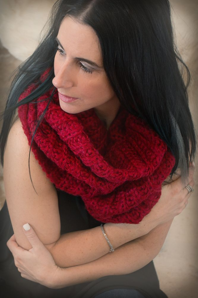 Image of Thick Knit Infinity Scarf - Red