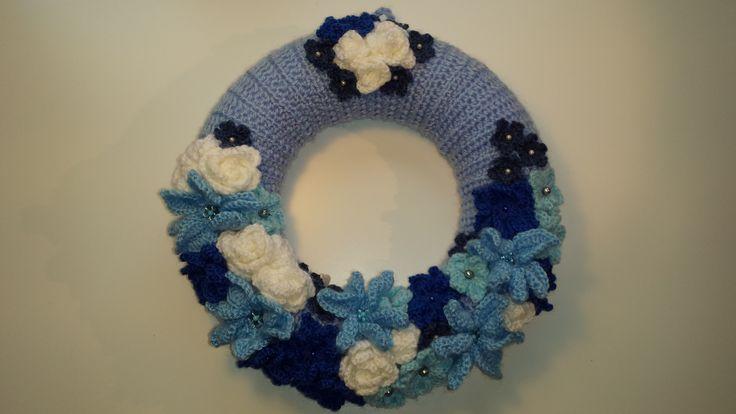 Modrá je dobrá ... háčkovaný věneček - wreath.