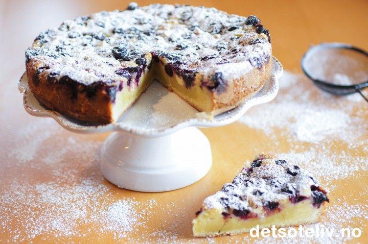 Hvit sjokoladekake med blåbær og sitron - white chocolatecake with blueberries and lemon - tilsett saften av sitron i tillegg ~mayK