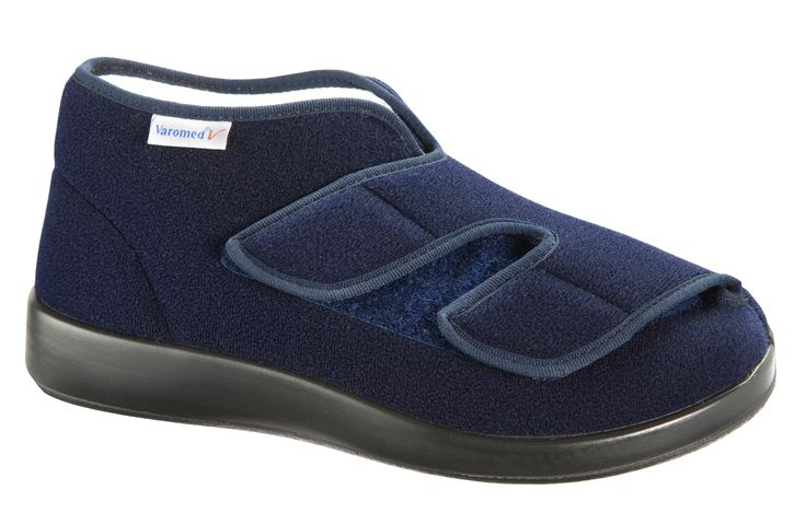 Varomed GENOA - The Genoa has a wide Closure and is therefore highly variable. The Velcro closures allow physically impaired residents from opening by themselves, tightening and closing of the shoes. Due to the length L also greatly swollen and related feet have enough room.