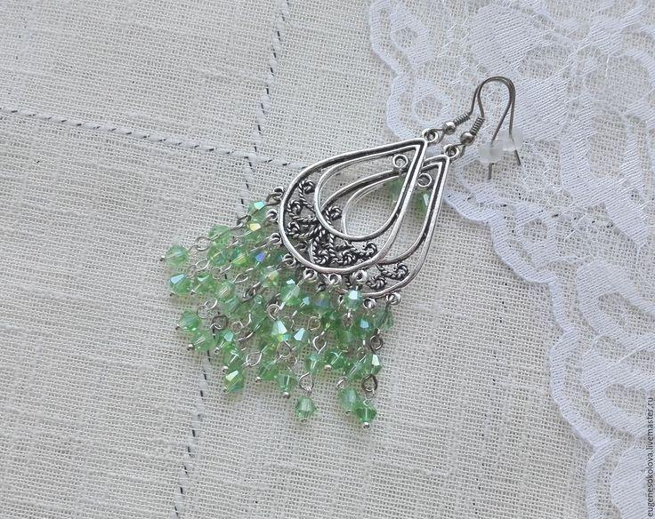 Купить Серьги Зеленое озеро, длинные с подвесками, с бусинами - зеленый, светло-зеленый