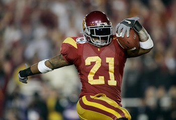 PASADENA, CA - JANUARY 04:  Running back LenDale White #21 of the USC Trojans celebrates as he scores his third touchdown against the Texas Longhorns in the third quarter during the BCS National Championship Rose Bowl Game on January 4, 2006 in Pasadena,