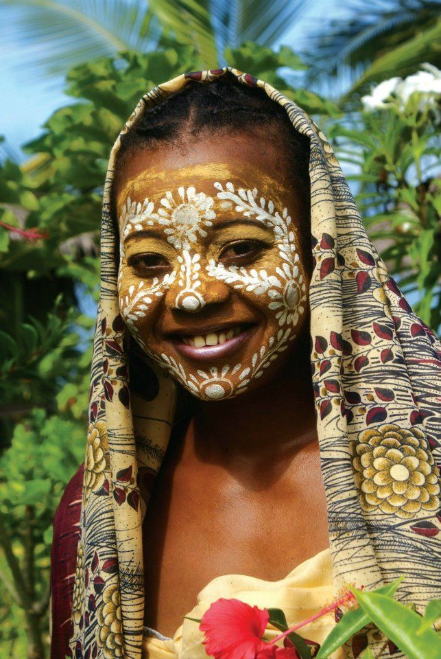 Masonjoany is a natural mask women wear for beauty and as a sun protection. It is made up with santalwood.