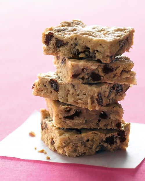 Oatmeal-Raisin Bars: the perfect lunchbox treat!  Repinned and in the oven just now.  I used a larger pan though. I used a 9X13 inch pan.