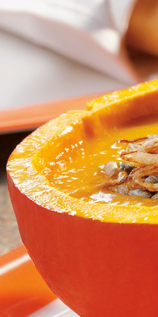 Wir haben eine tolle Suppen-Idee für dich - die sich übrigens auch super fürs Buffet eignet! Wie wäre es denn mal mit einer feurigen Kürbissuppe? An kühleren Herbsttagen genau das Richtige. Wenn du nicht teilen möchtest, kannst du sie natürlich auch alleine zu Hause löffeln. Guten Appetit.