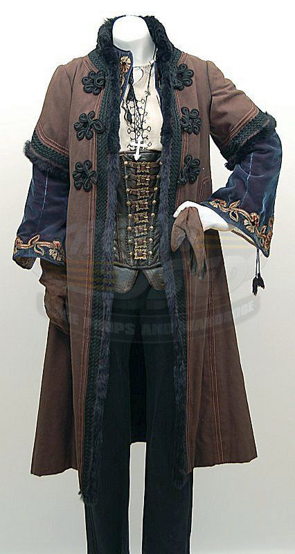 romanian coat and costume from Van Helsing - I'm very confused, because that looks like a corset... but to me this looks like men's clothes... and I don't want men to wear corsets :-D So - buckled leather vest?