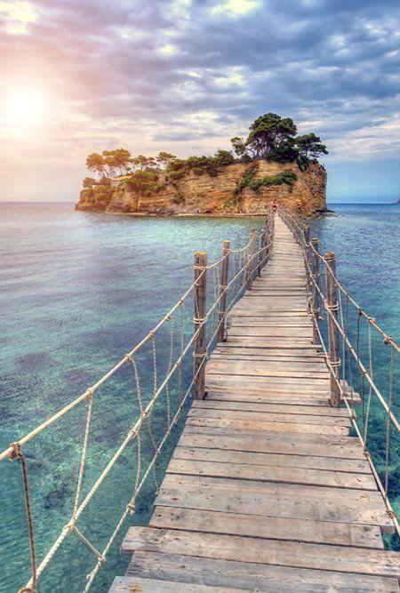 Zakynthos is een heel mooi eiland van Griekenland! Je kan er prachtig snorkelen en je ziet op de stranden en in zee  ook schildpadden