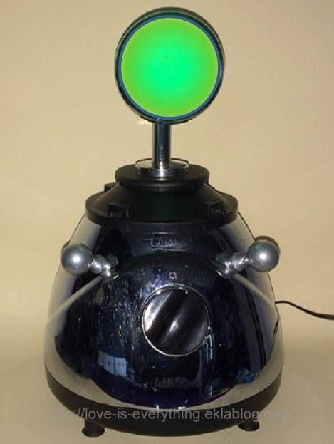 Chica, robot veilleur.Night light robot