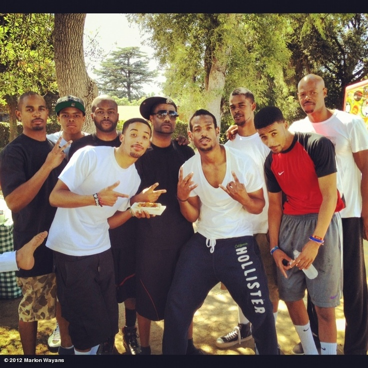 Marlon Wayans' photo: A beautiful black family Wayans 4life-Thats a good looking family !!!!!!!