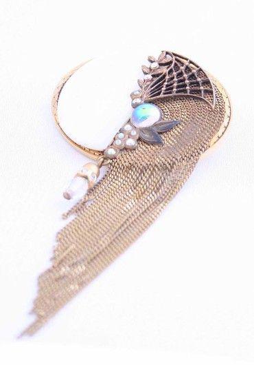 Винтажная брошь-подвеска. Бижутерный сплав, золочение, перламутр, хрусталь. Марка: Marena. Германия 1960-е гг. #vintage #jewellery #jewelry #trendy #style #chic #women #gift
