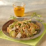 Un'insalata di farro facile da preparare, nutriente e buona tanto per la salute quanto per il palato. Prova la ricetta di Sale&Pepe.
