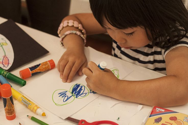 A guest creating her own imaginative characters   RESOBOX Gallery