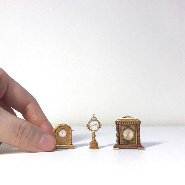 "213 Likes, 7 Comments - miniature dollhouse (@zzeng_jh_miniatures) on Instagram: ""- - #mini #miniature #miniatures #dollhouse #미니 #미니어처 #미니어쳐 #돌하우스 #핸드메이드 #시계 #앤틱 #인테리어 #소품"""