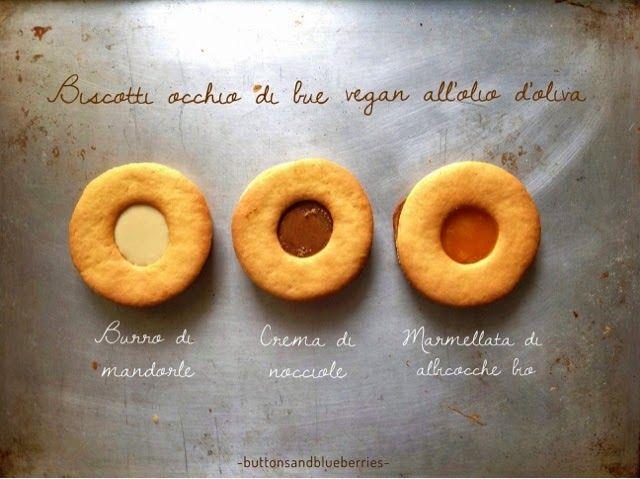 Biscottoni occhi di bue ripieni - vegan, senza margarine, light Questi frollini hanno pochi ingredienti comuni e sono facilisimi da fare, adatti anche come regalino o per una merenda . senza burro e senza uova.