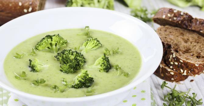 Recette de Velouté froid de brocoli spécial calories négatives. Facile et rapide à réaliser, goûteuse et diététique.