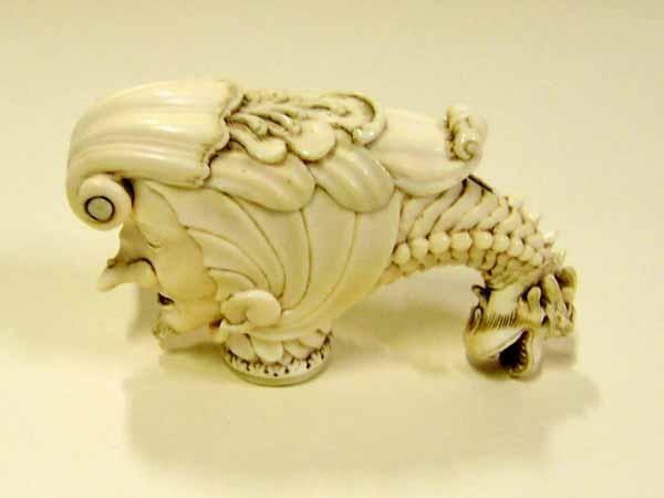 1700-1800 Ivory umbrella handle with snuff box