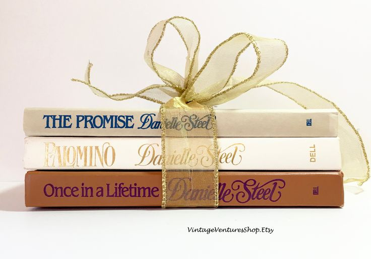 Danielle Steel 1980s books set at #VintageVenturesShop #Etsy to buy click image #Books #VintageBooksSet #BookSet #BookBundle #DanielleSteelBookSet #BookSetGift #FictionBooks #Library #HomeLibrary #DanielleSteel #BookLover #BookWorm #BestSellers