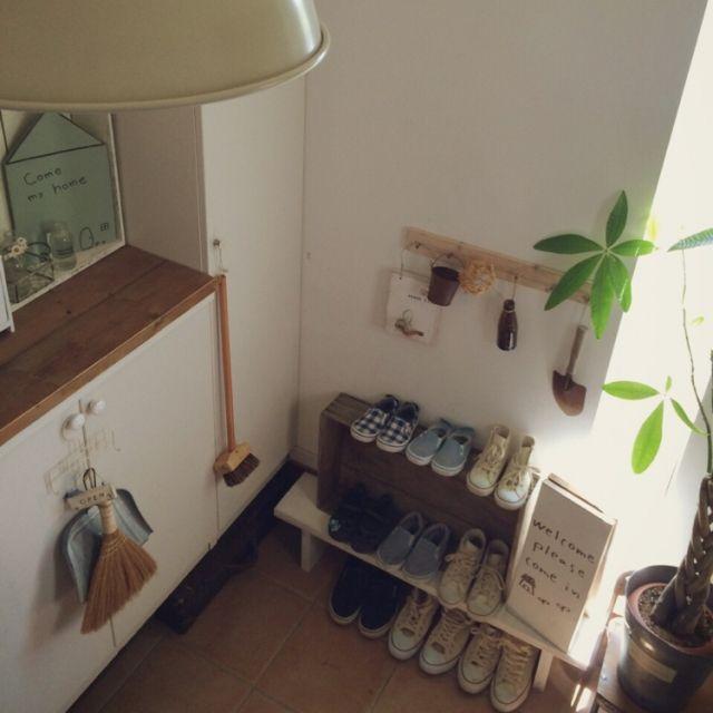 nonrinさんの、玄関/入り口,IKEA,靴箱,100均,DIY,セリア,木箱,見せる収納,パキラ,Welcomeボード,ホワイト×ブラウン,nonrin♡,nonrin作品♡,お揃いスニーカー,のお部屋写真