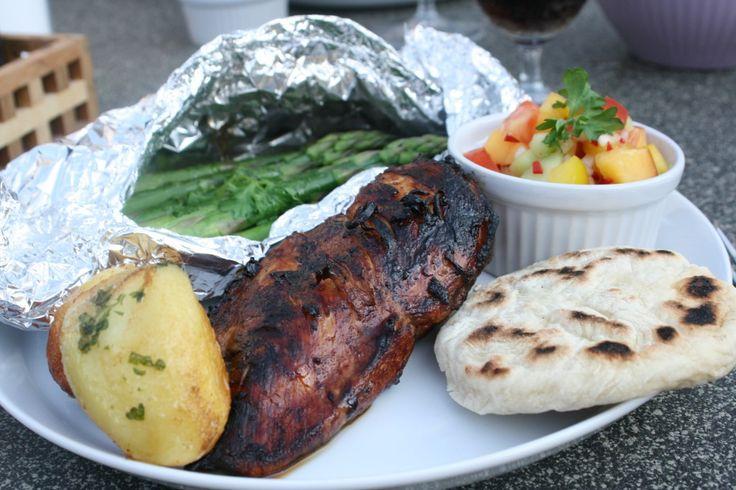 Stor grillspecial – gör hela middagen på grillen; kyckling, bröd, salsa, grönsaker och dessert