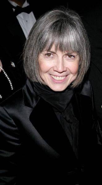 Esta señora de pelo entrecano creo todo un mundo de vampiros bisexuales y amorales. Anne Rice