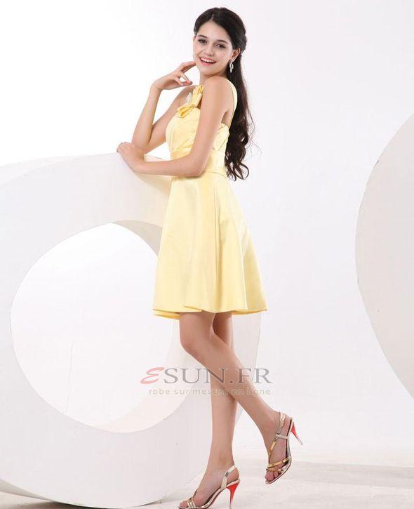 Une robe jaune clair