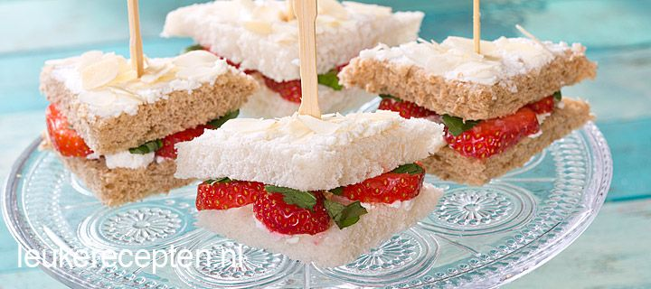 Mini sandwich met aardbeien