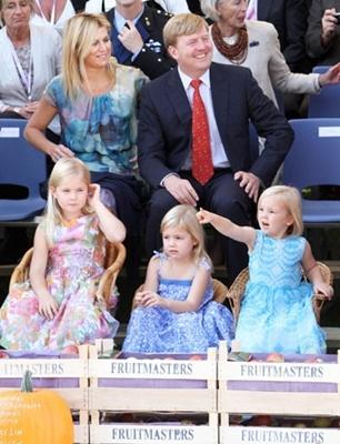 Tiel, 11 september 2010: de Prins van Oranje en Prinses Máxima en hun dochters de Prinsessen Catharina-Amalia, Alexia en Ariane bezoeken het 50e Fruitcorso in Tiel - Het Koninklijk Huis