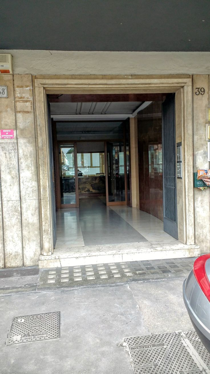 Entrance with concierge