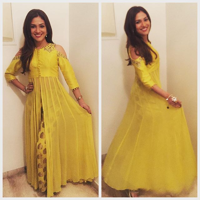 Wearing this gorgeous mellow yellow #Indofusion dress by @aditi_sehgall jewels by @peahenjewels , my forever go to people ❤️shades of yellow #chandni feel 💕 #Diwali celebrations have begun.. thanks @karanvgrover and poppy for having us over to celebrate with you 😂🤗