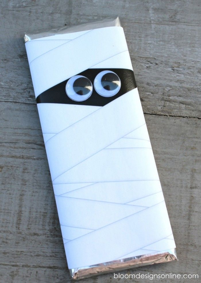 Mummy Bars - printable wrappers for chocolate bars. Would make a cute class or sports team treat.