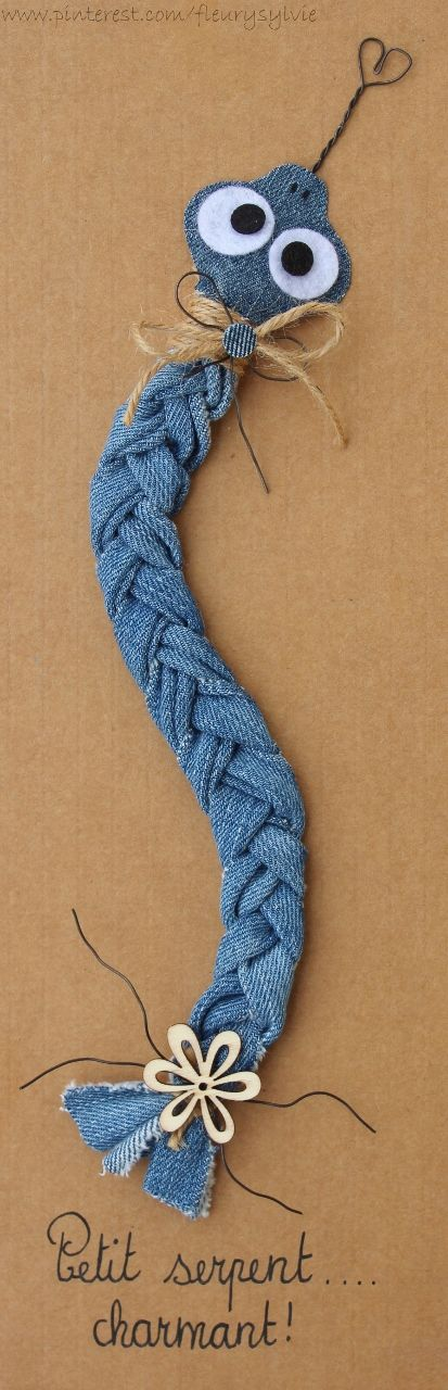 Petit serpent charmant....  Recyclage des pantalons. #jeans #recycle http://pinterest.com/fleurysylvie/mes-creas-la-collec/