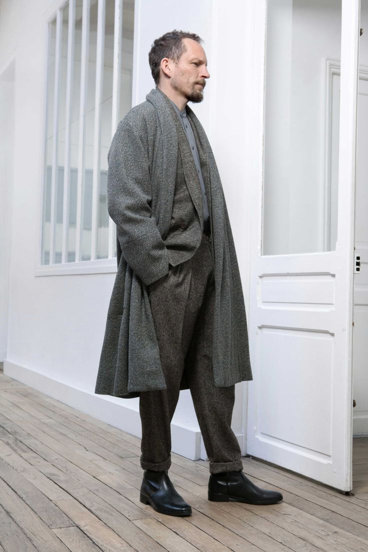 8. Shawl-collar coat in lambswool tweed / Double-breasted jacket and two-pleated pants in alpaca wool tweed / Officer-collar shirt in cotton check muslin / Boots in vegetal calf leather