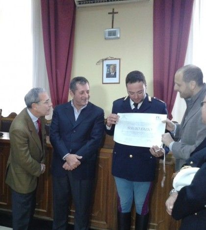 Aci Castella, encomio a Sergio Fazio - http://www.lavika.it/2013/12/encomio-eroe-poliziotto/