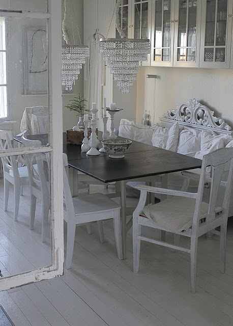 Cosy white dining room