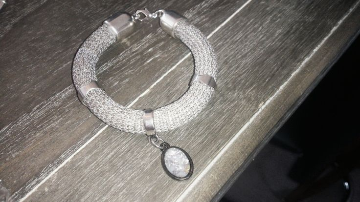 0012 armband