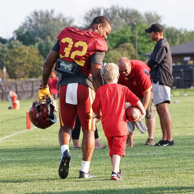 Helping Fulfill The Wish Of 7 Year Old Hunter Erb An Iowa State Fan With A Heart Condition Led Cyclone Running Back Marchmadne Iowa State 7 Year Olds Ncaa