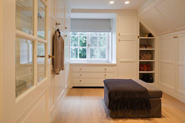 Kleedkamer met kasten op maat   garderobe ideeën   kledingkamer   walk in closet   walk in closet design   Hoog.design