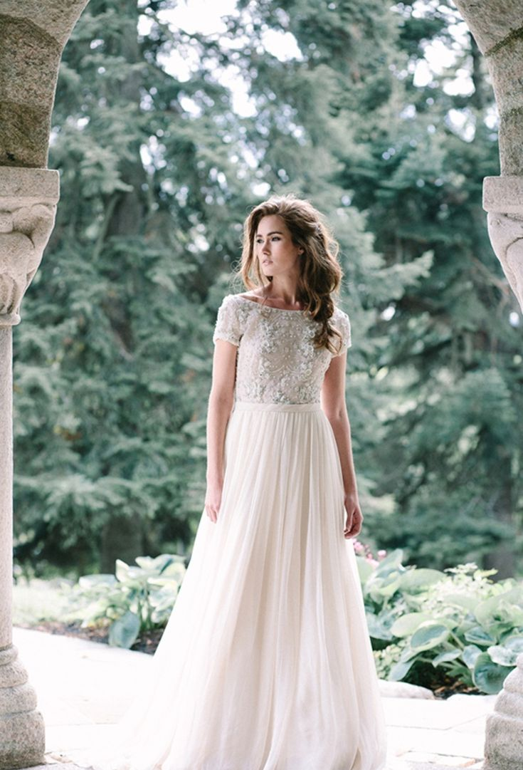 floaty and flouncy wedding dress by Anne Barge | Photography : Millie B Photography
