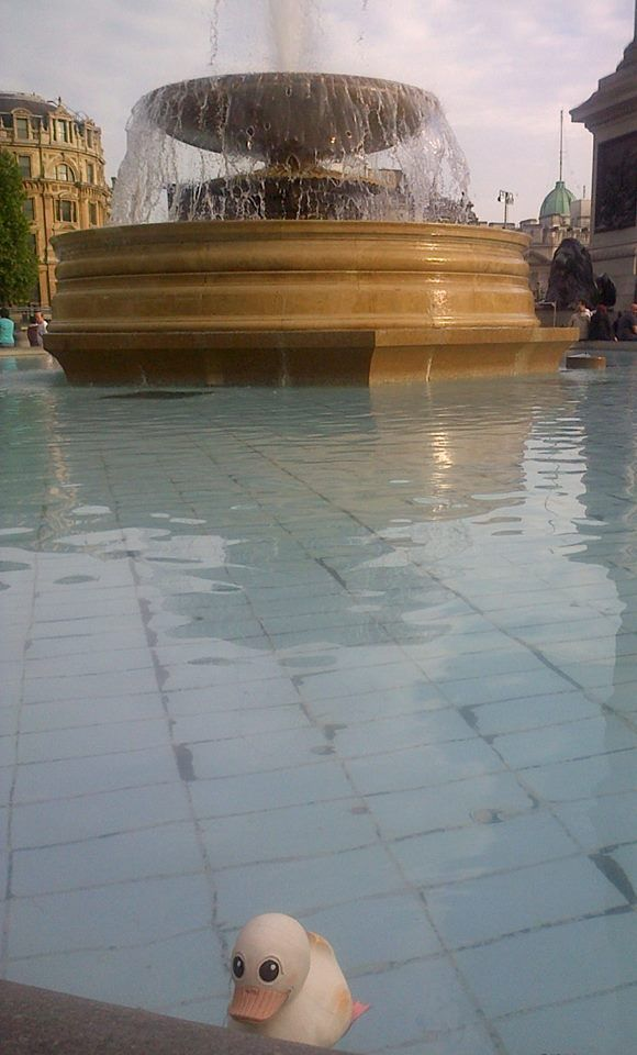 It's super hot here in London! Taking a quick dip in the fountain at Trafalgar Square... http://ow.ly/wjXor