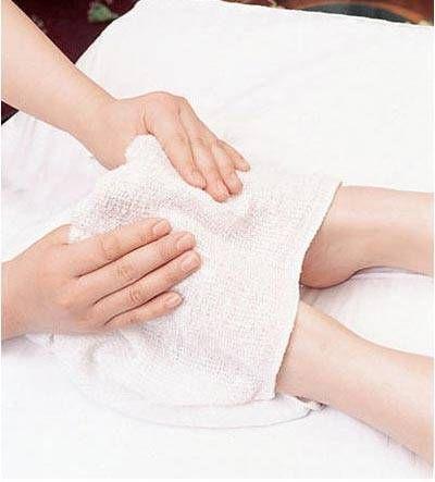 Voetmassage en Voetenbad zijn goed voor de weerstand en verhogen je immuunsysteem.  Volgens de moderne geneeskunde zijn de voeten 'het tweede hart', de voeten zijn d.m.v. talloze zenuwuiteinden zeer nauw verbonden met de hersenen en door deze kanalen gaat een hoop informatie met betrekking tot uw gezondheid. Vandaar dat het vaak wassen van de voeten met warm water de weerstand kan verhogen en het immuunsysteem kan versterken, waardoor u een lang en gezond leven kunt genieten.