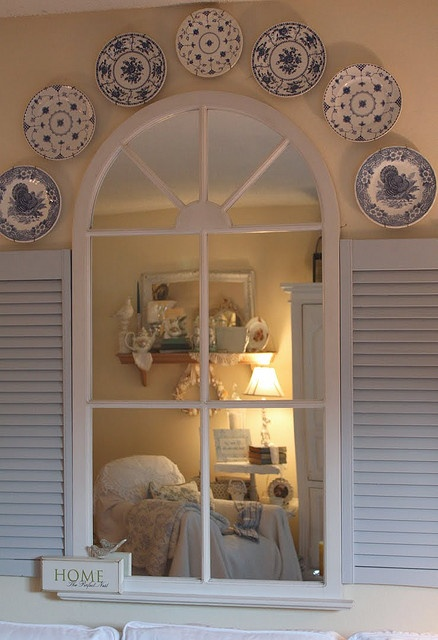 16 best images about decorating with plates on pinterest plate display romantic homes and - Decorating with plates in kitchen ...