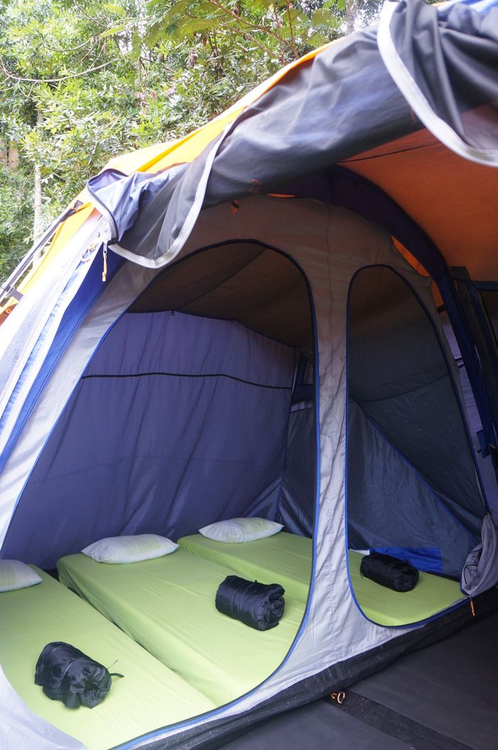 Compartments: The tents are divided into smaller compartments for 1, 2, or 3 single beds. (Photo by Icha Rahmanti)
