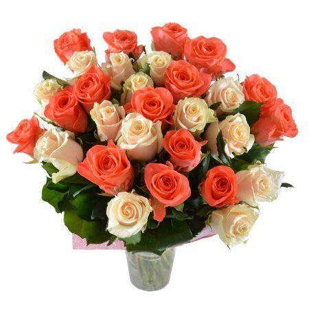 Розы двух красивейших и нежнейших оттенков, со вкусом собранные в букет, проведут вас по тайным улочкам города любви и станут незабываемым презентом для милой прелестницы. Подарите их ей и убедитесь в этом сами!