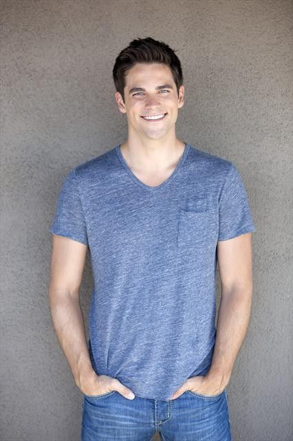 this guy who plays Noel Kahn in Pretty Little Liars...I'm kind of obsessed with him!