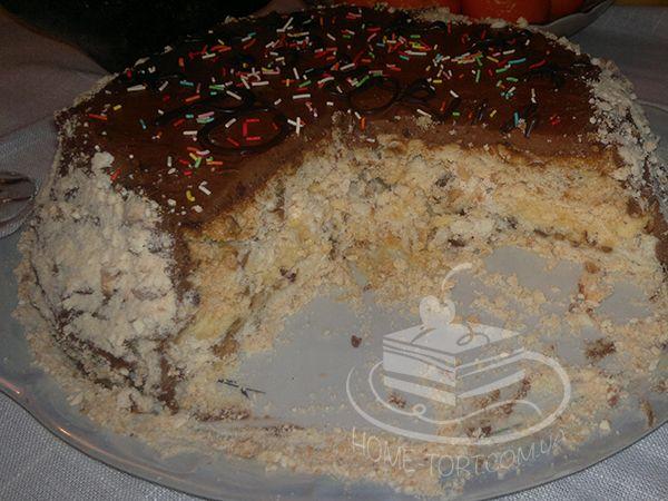 Киевский торт: эксперимент №2. Первый получился слишком влажный. Теперь дольше подержала коржи в духовке, а потом еще при комнатной температуре. Результат - вкус настоящего Киевского торта. Оформление как всегда простейшее.